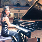 "La pianista AyseDeniz Gokcin con ""Pink Floyd Classical Concepts for Piano"""