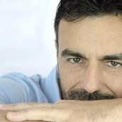 """DAVIDE de MARINIS: """"APRO E CHIUDO""""  è il singolo che annuncia il ritorno del cantautore cult dei primi Anni 2000"""