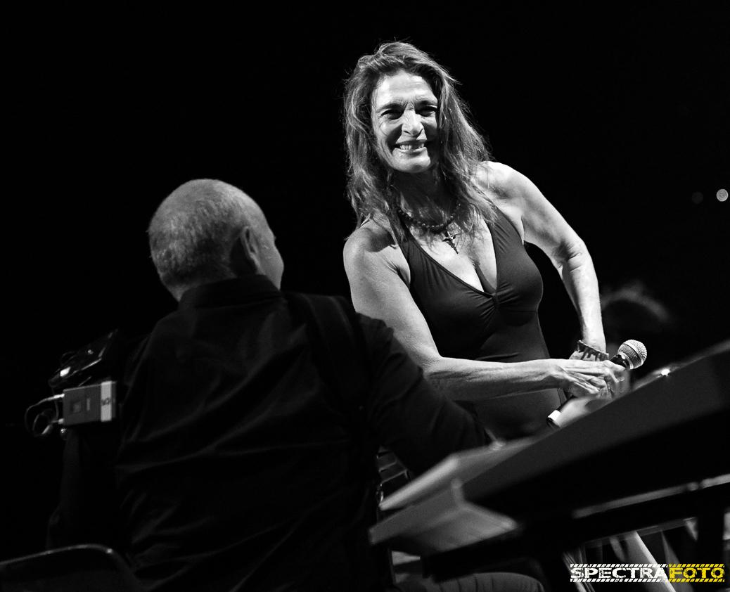 """Lina Sastri e i suoi """"Appunti di Viaggio"""": musica e teatro all'Anfiteatro romano di Avella (AV)"""